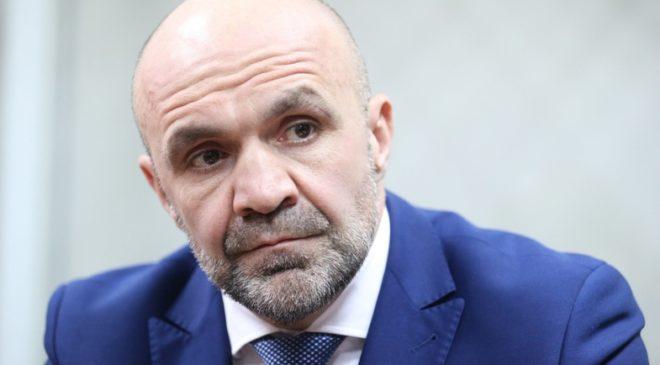 В политику через казино и госслужбу — кто такой Владислав Мангер