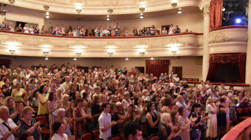 Чернігівський академічний музично-драматичний театр запрошує