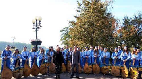 У Чернігові бандуристи вшанували український прапор