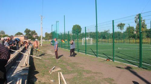 У Талалаївці оновили трибуни на стадіоні