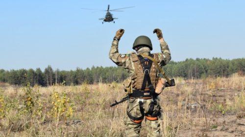 Корегували авіаудари, десантувалися і вели вогонь з вертольота