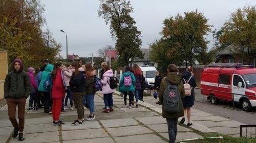 Поліція виявила хуліганів, які розприскали газ у школі