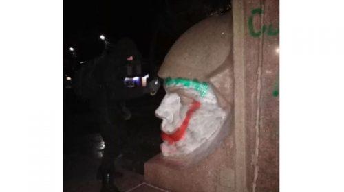 Ніжин: пам`ятник більшовикам-чекістам перетворили у джокерів