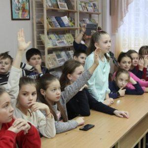 У Чернігові презентували казки з усього світу від сеньйори з Італії