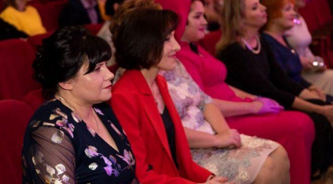 185 жінок вже стали лауреатками «титульного» конкурсу у Чернігові