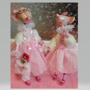 Її ляльки наповнюють душу щастям