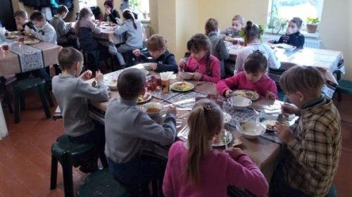 Пісківські школярі смакують гарячими обідами, а не сухпайками