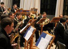 «А музика звучить» у виконанні духового оркестру