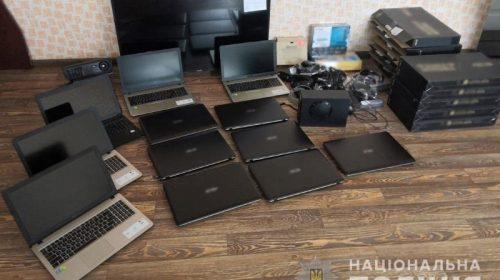 12 ноутбуків викрав крадій із школи