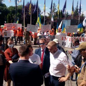 Активісти проти змови учасників дорожнього картелю і дерибану грошей