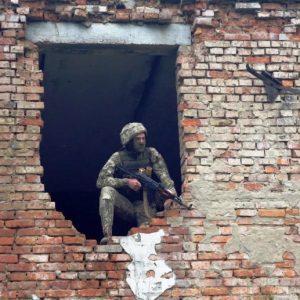 Як військові силовики штурмували будівлі