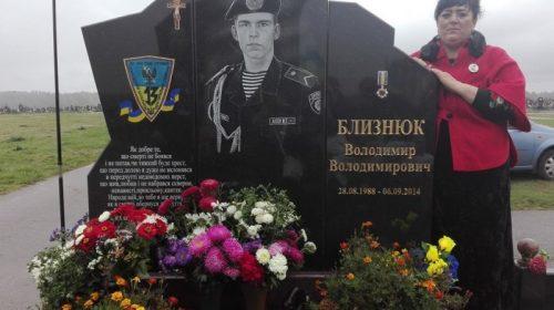 Артистку, яка померла від COVID-19, поховають біля могили її сина