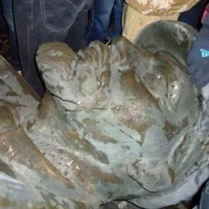 «Ленін тримався за постамент, як воша за кожух» — очевидець