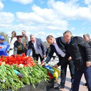 Місцями бойової слави пройшли у Чернігові активісти ОПЗЖ