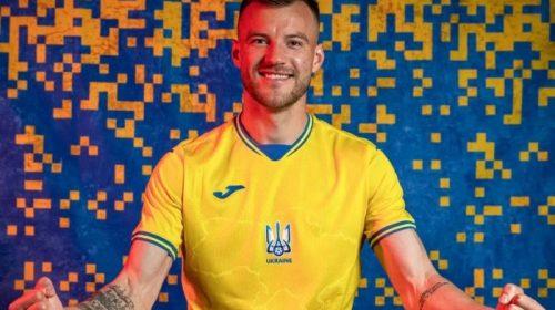 Андрій Ярмоленко презентував нову форму національної збірної